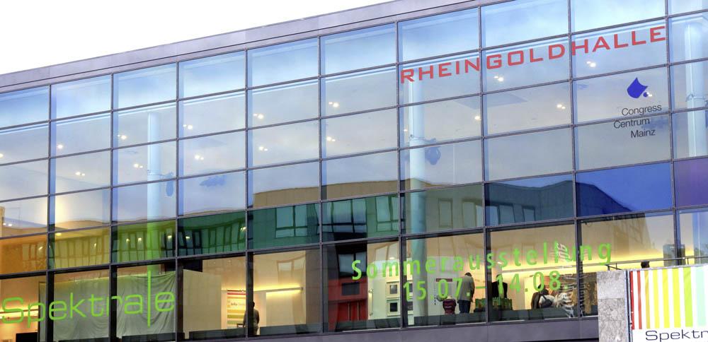 Spektrale 2011, die Rheingoldhallenbeklebung von außen